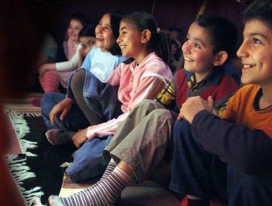 Erzählen und Interkulturalität. Geschichten aus verschiedenen Religionen und Kulturen erzählen lernen. Eine interreligiöse Erzählfortbildung für Kindergärten und Grundschulen